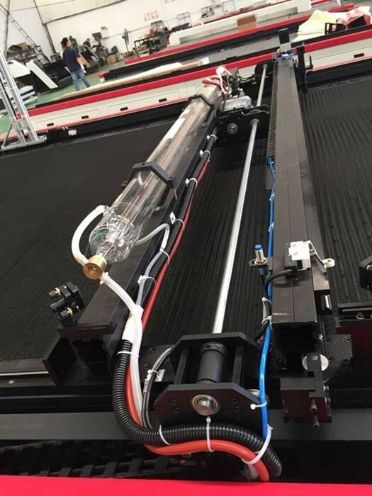 A máquina de corte a laser tapete