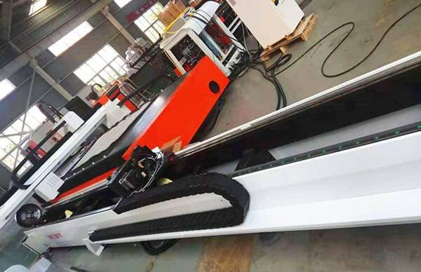 fiber laser cutting metal sheet and tube